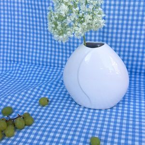 Porcelain White Wave Vase